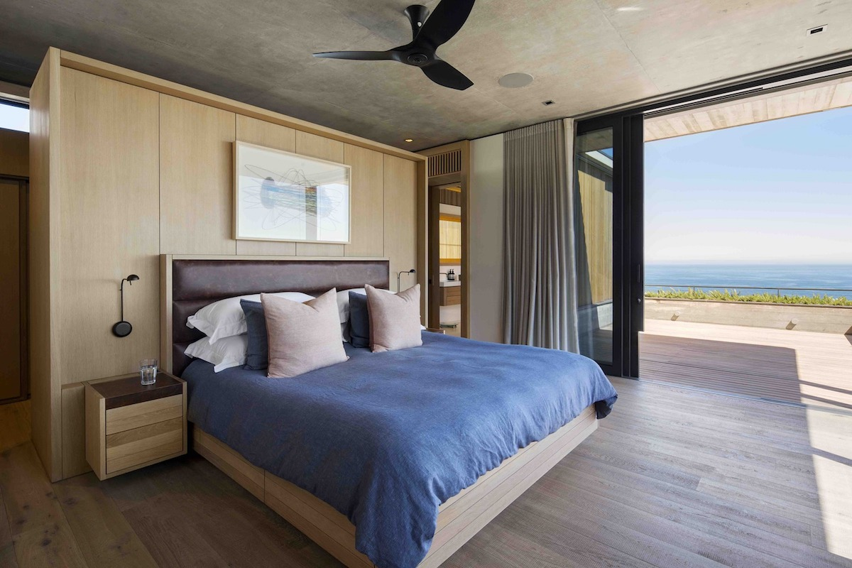 Sliding glass doors bring in fresh air, light and panoramic views of the sea