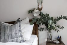 27 a stained wood headboard and stool to make the space cozier and comfier