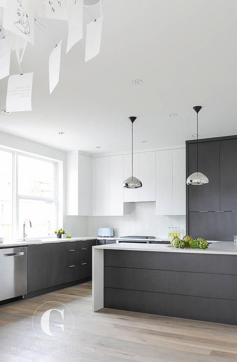 half cabinets done in dark grey and half done in white is a chic combo that will never go out of style