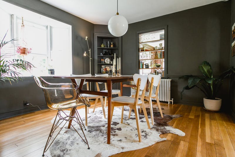 black is the main color for creating a moody space, natural wood tones are added for calming the space down, and white and metallic make it chic