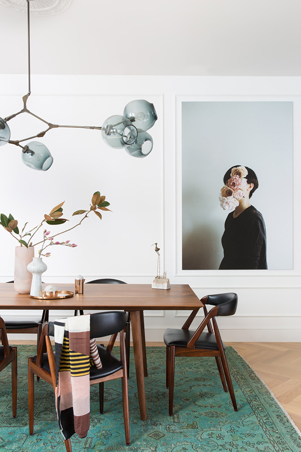 This is a gorgeous dining room with an airy feel, touches of green and a chic mid century modern dining set