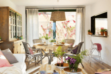 02 The dining space is united with the living one, with wicker furniture and a lamp, and views are available from all the sides