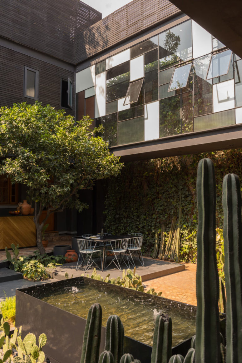 A living wall and a tree create a welcoming amience and give shade to the dining space