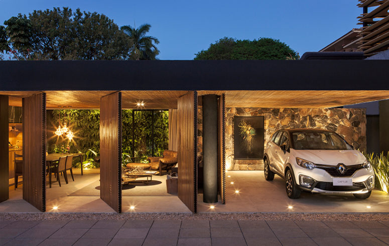 The home can be completely opened to outdoors thanks to the screens and walls that can be opened