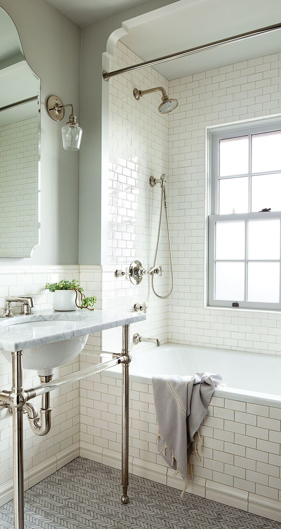 white subway tiles for creating an airy and ethereal space in the 1920s style