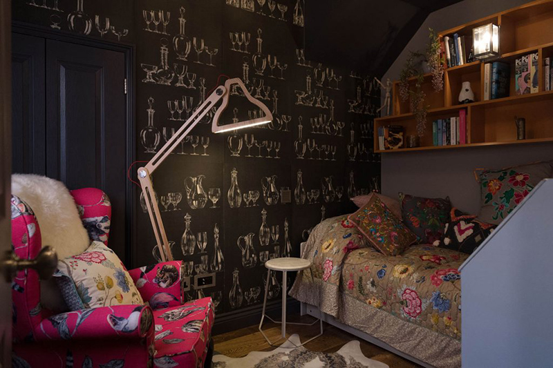 catchy wallpaper for a bedroom