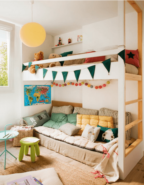 The kids' space features a bunk bed, a niche for toys and some colorful pillows