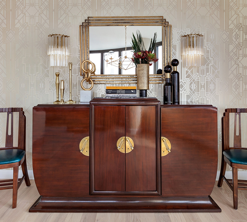 The furniture is very elegant, eye catchy and with chic brass touches