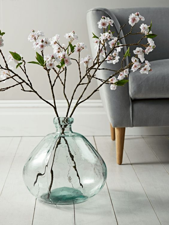 such a large clear glass vase is sure to make any arrangement a masterpiece