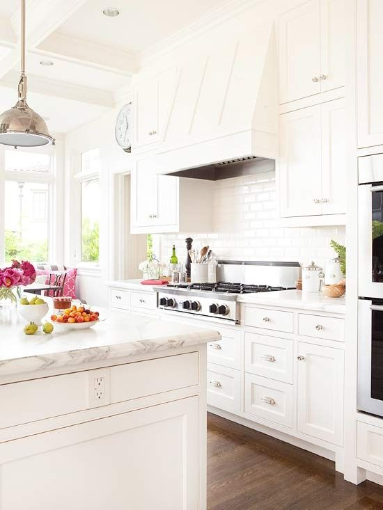 a modern farmhouse kitchen done in creamy shades with marble countertops looks very chic and welcoming