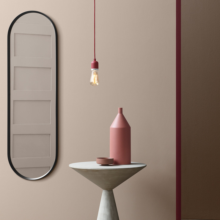Such a simple pendant lamp will fit many spaces, from minimalist to glam ones
