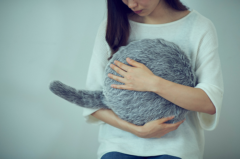 Such a pillow helps you relax and enjoy the tail movements, which are realistic
