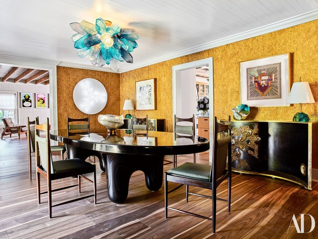 The dining space is decorated in black, yellow and with turquoise touches