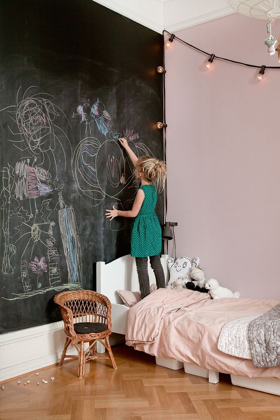 make a chalkboard headboard wall, so that your kids enjoyed chalking right on the wall