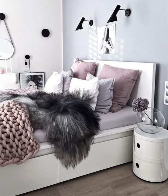 a modern glam bedroom in light grey, lavender and dusty pink with some black touches