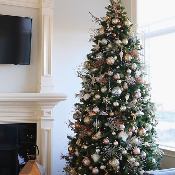 decorate your Christmas tree with mixed metal ornaments to make it look very chic