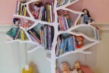 16 a tree-shaped bookshelf serves as a book storage piece and a toy at the same time