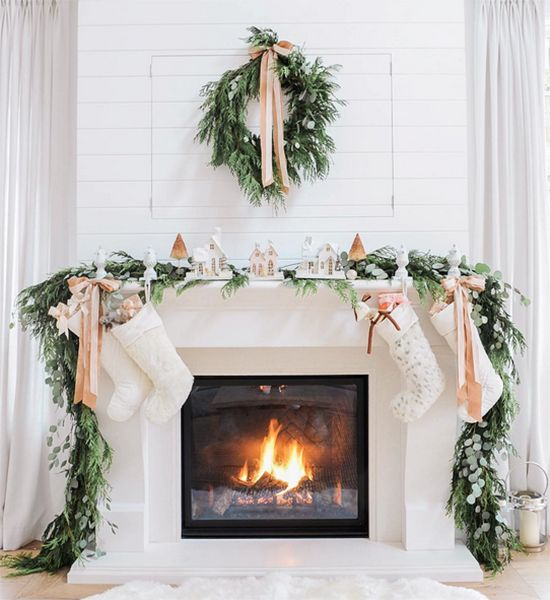 AuBergewohnlich AuBergewohnlich An Evergreen Wreath And Garland, Neutral Ribbons And A  Snowy Village Display On The