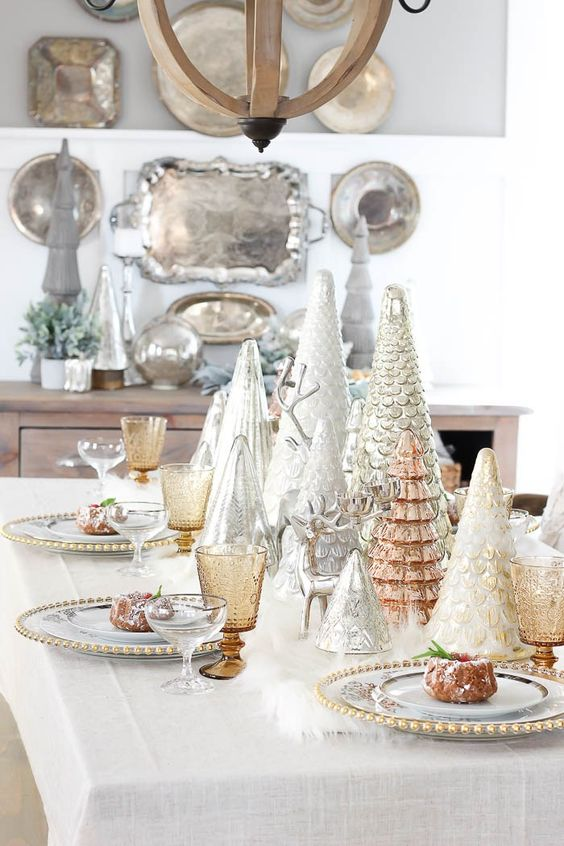 mixed metal table decor with silver, copper and gold touches looks very cute and welcoming
