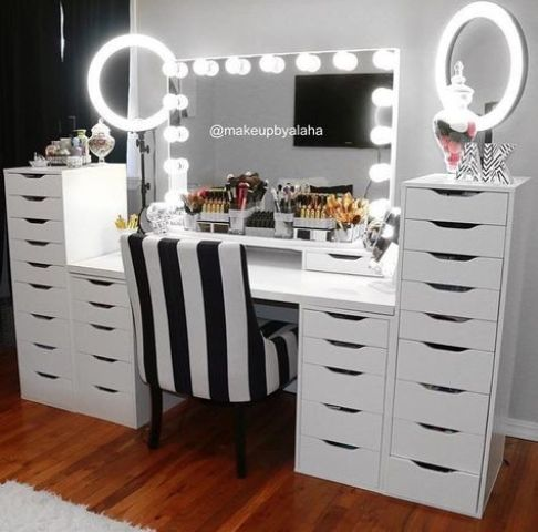 makeup lights on the mirror and two mirrors with light frames are great for makeup