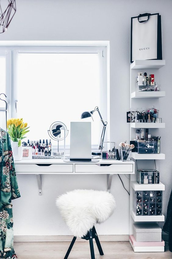 a windowsill beauty station is a great idea to have much light and get enough storage space