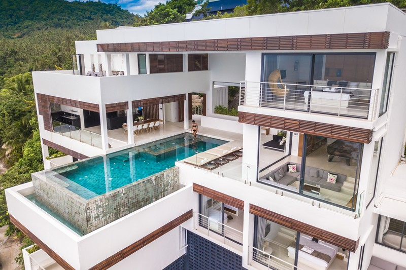 This modern waterfront villa is built on a rock, with horizontal geometry and with gorgeous sea views