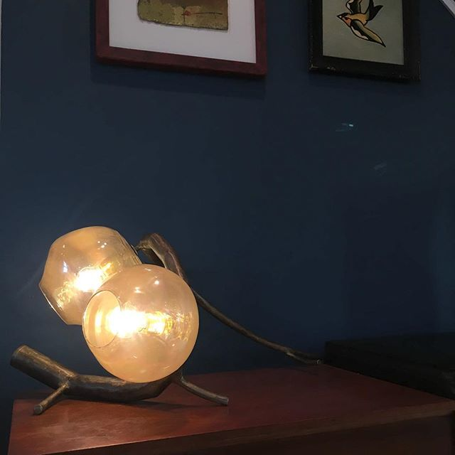 01-This-unusual-table-lamp-surprises-with-its-unique-beauty-which-is-inspired-by-nature-and-Stranger-Things Nature-Inspired Pod Lamp With Strange Beauty
