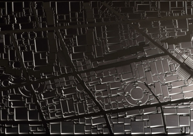 The city map is detailed and looks real, such a table is a bold eye-catcher that will make everyone look at it