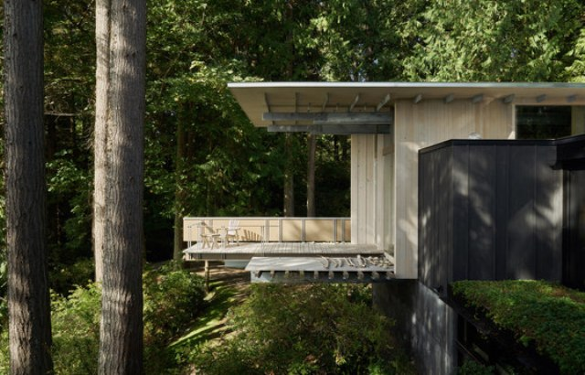 The house is built of wood of various kinds and colors, plywood to give it a natural woodland-like look