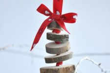 03 a cute wood slice Christmas tree ornament with red ribbons is easy to make in some minutes