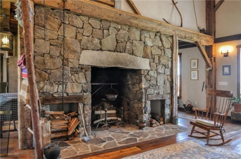 The fireplace is the heart of the house, it's large and the owners can even cook there