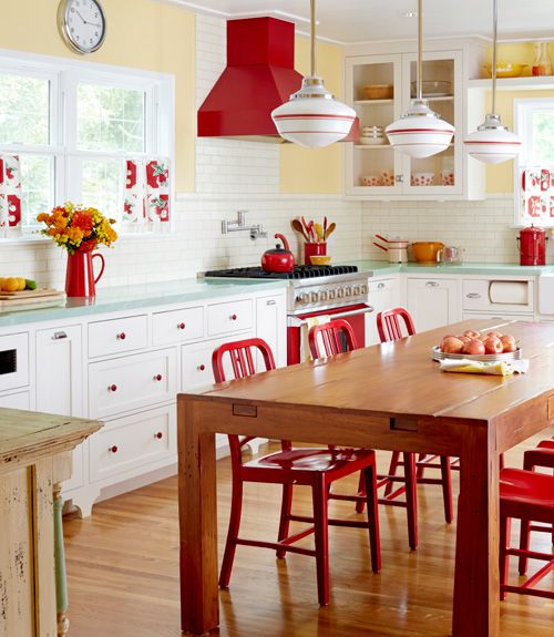 red is traditional, so red touches like here will definitely bring a retro feel to your space
