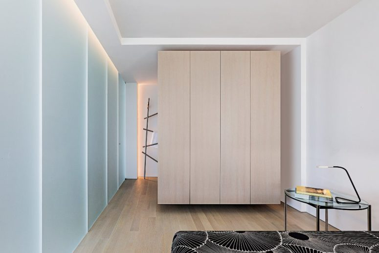 The sleeping area and the bathroom are divided with wood panels that don't reach either the floor or the ceiling to look ethereal