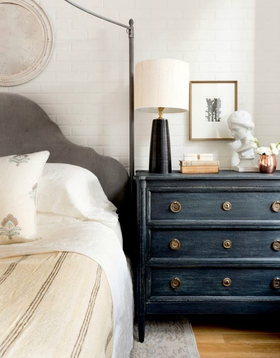 23-ways-to-declutter-your-bedroom-and-make-it-welcoming-cover 23 Ways To Declutter Your Bedroom And Make It Welcoming