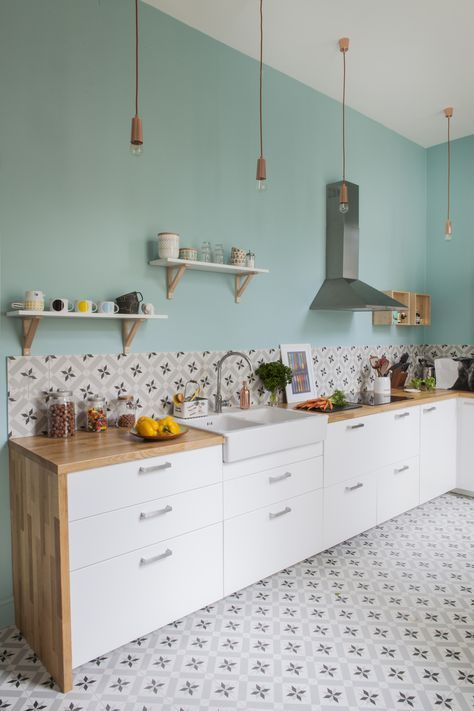 such a turquoise wall is right what you need for a stylish colorful accent in the kitchen