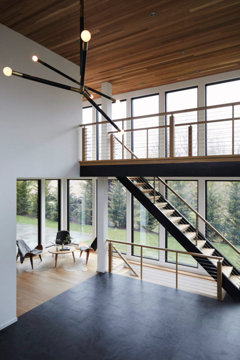 There are two rows of large windows that bring much light inside and let enjoy the views