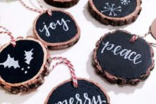 07 wood slice chalkboard Christmas ornaments with striped twine can be easily made for holiday decor
