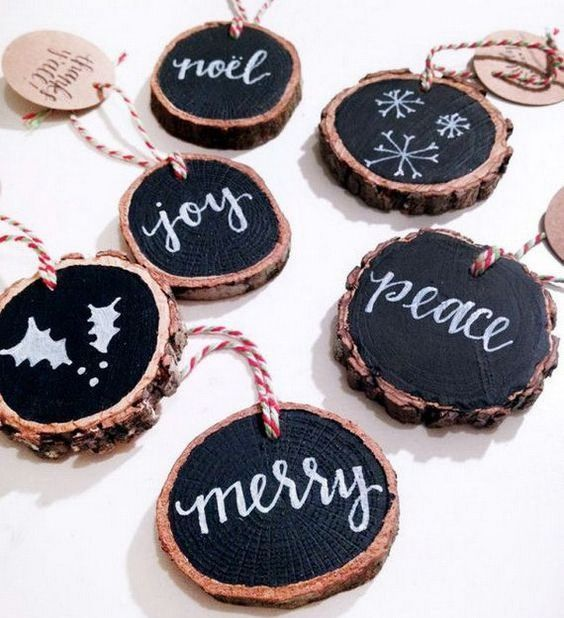 wood slice chalkboard Christmas ornaments with striped twine can be easily made for holiday decor