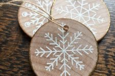 08 wood slice gilded edge snowflake ornaments look rustic and glam at the same time