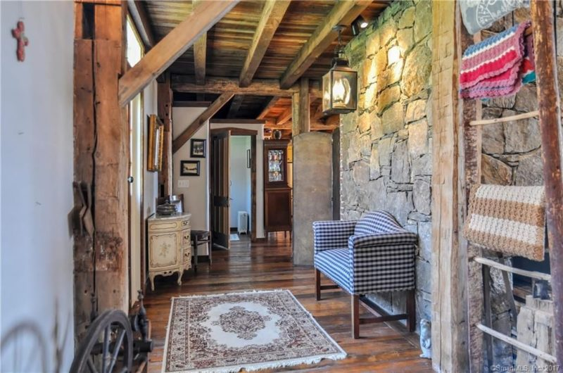The whole home breathes with the old times, rustic decor and simplicity,which neighbors with exquisite vintage furniture
