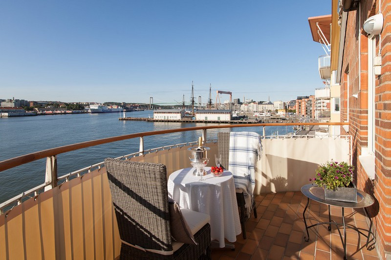 There's a large balcony to dine there and receive guests