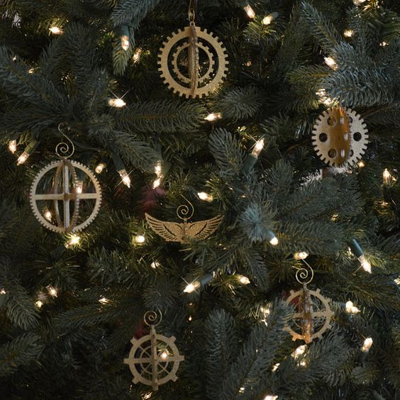 steampunk 3D gear ornament set is a gorgeous idea to decorate a tree and make it stand out