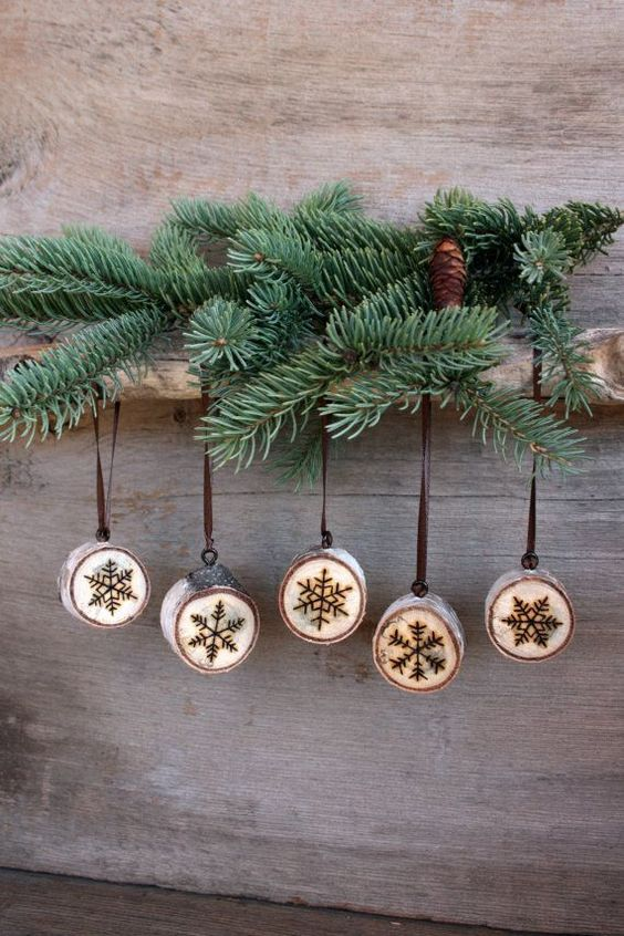 59 Incredibly Simple Rustic Décor Ideas That Can Make Your: 25 Rustic Wood Slice Christmas Decor Ideas