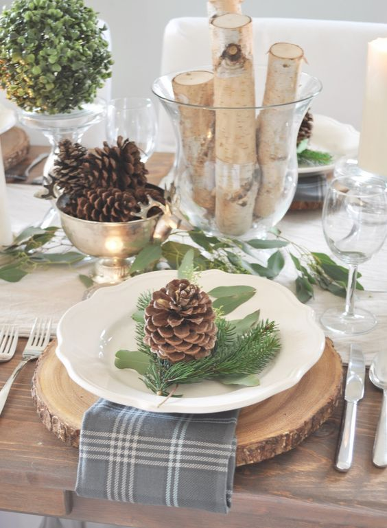 wood slices, pinecones, tree branches and boxwood balls for a rustic look