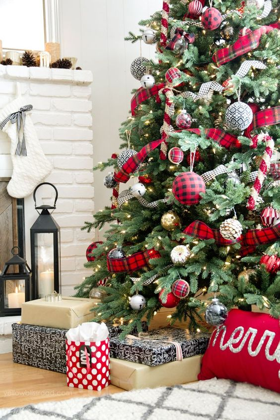 plaid ribbons and ornaments make the tree look cool, traditional and very cozy
