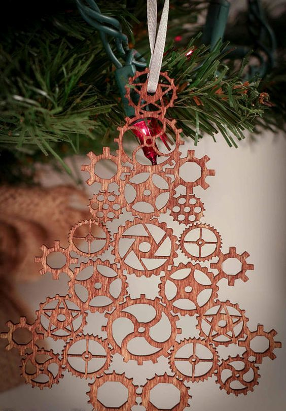 a steampunk gear Christmas tree ornament made by laser cutting
