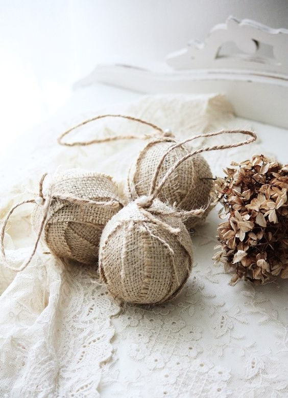 simple burlap wrapped ornaments with twine can be easily DIYed anytime