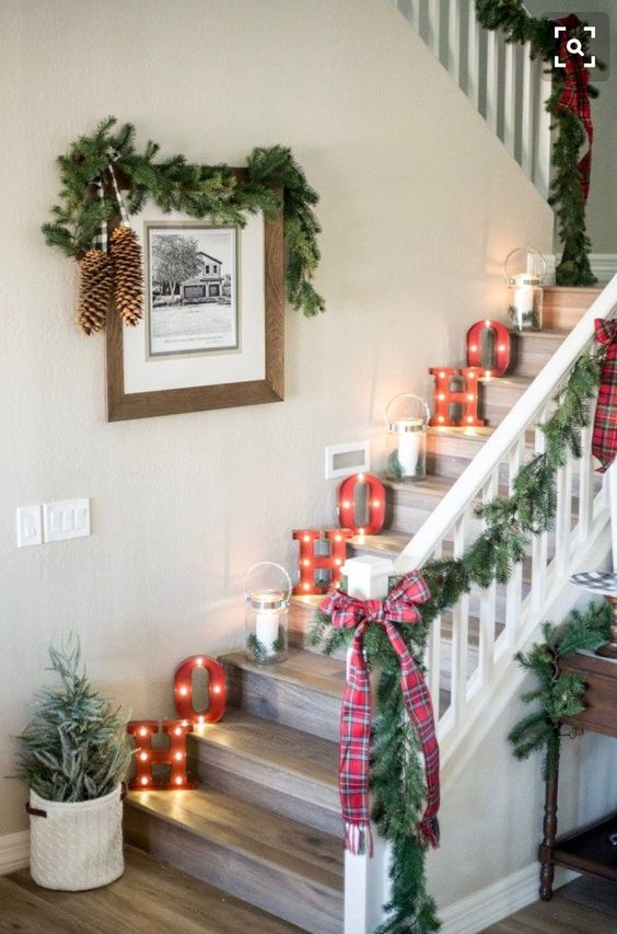 cool marquee letter lights on the steps will give your home a vintage farmhouse feel