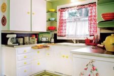 18 printed curtains, rugs, various kitchen textiles add a cheerful and retro feel to the kitchen