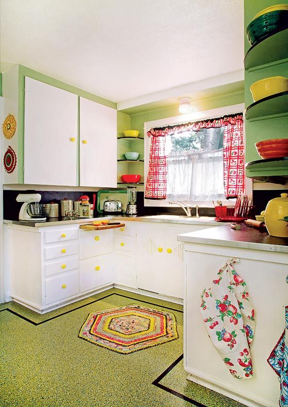 printed curtains, rugs, various kitchen textiles add a cheerful and retro feel to the kitchen